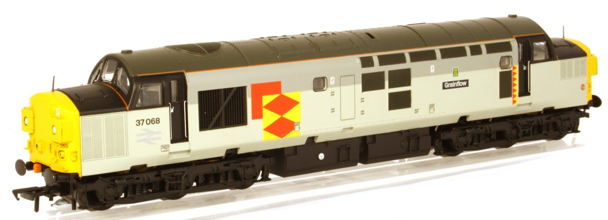 "32-775Y Bachmann Class 37 Diesel Locomotive number 37 068 named ""Grainflow"" in Railfreight Distribution livery"